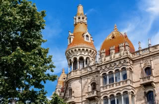 barcelona gaudi walking tour