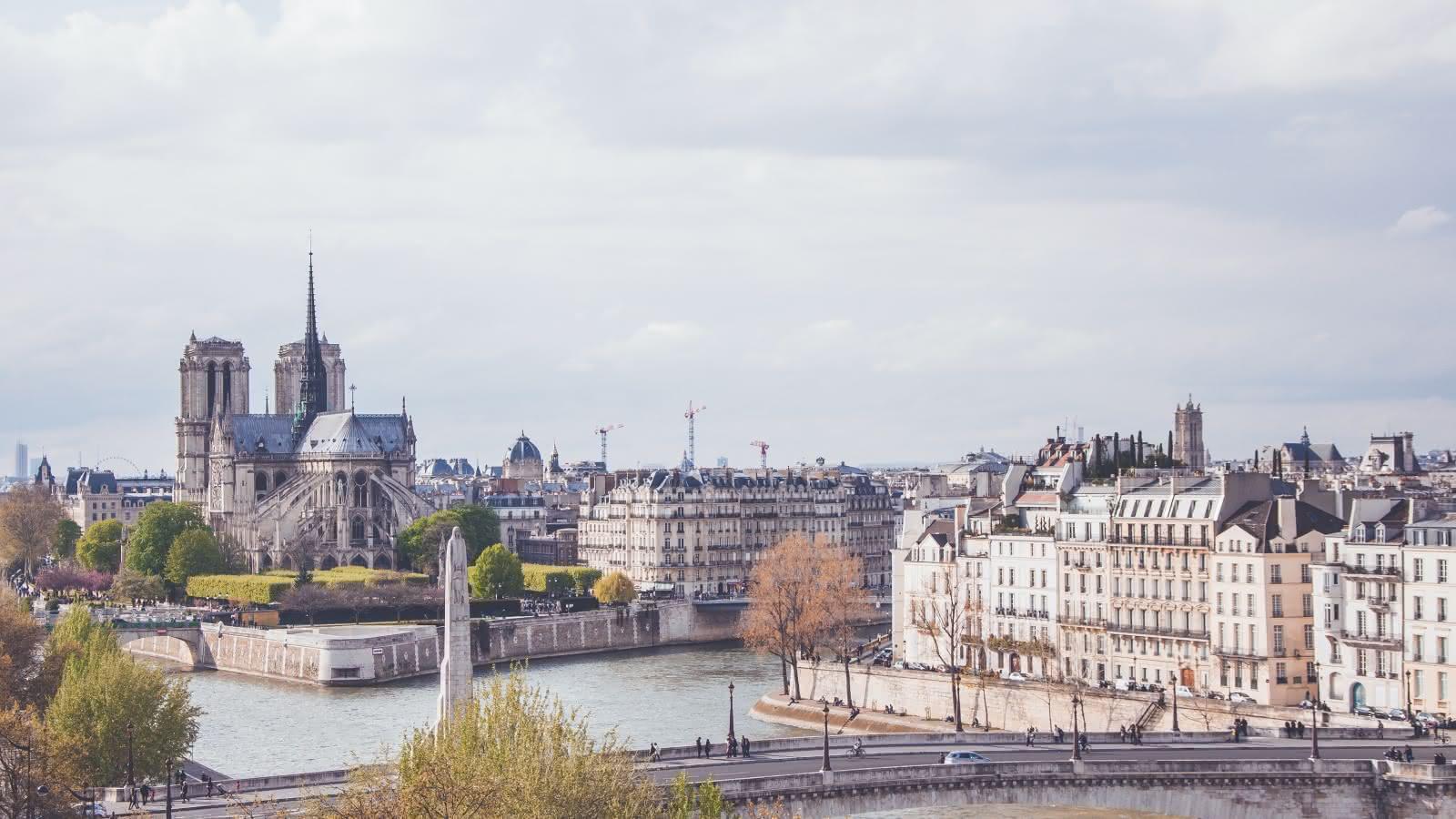 sandemans new paris walking tours