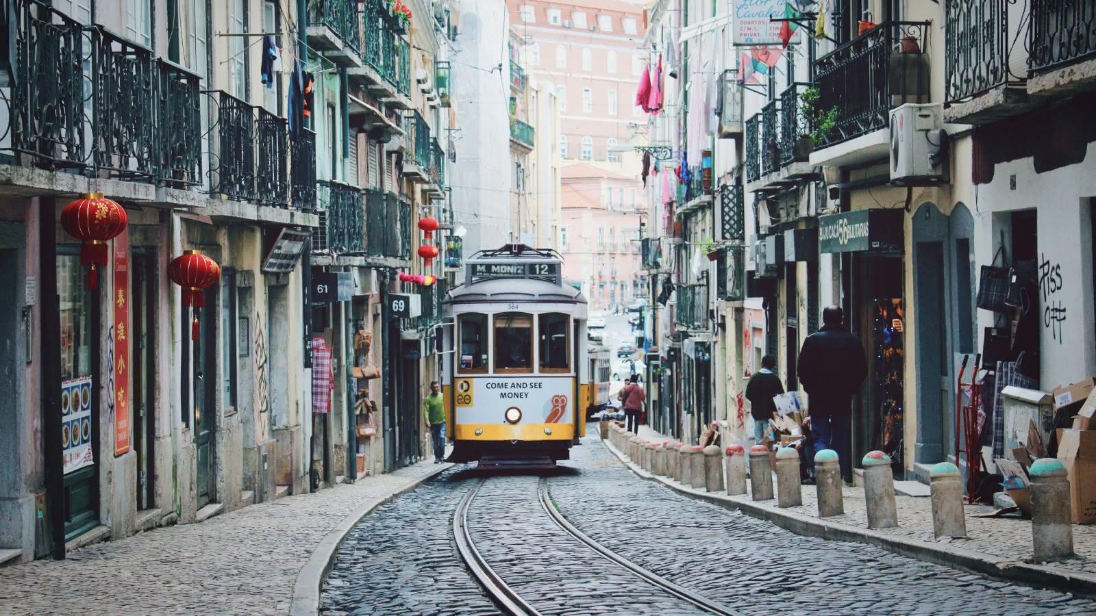 Discovering Lisbon with SANDEMANs walking tours